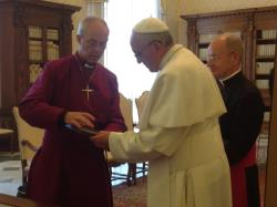 Archbishop Justin Welby and Pope Francis greeting (June 14, 2013)