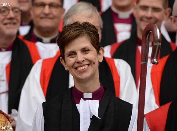 Bishop Libby Lane was consecrated in York Minster on Monday as the first female bishop in the Church of England