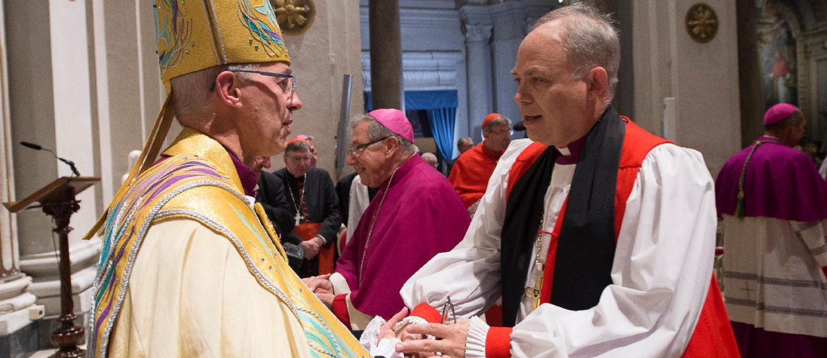 Archbishop Justin Welby greeting Bishop John Bauerschmidt during the ecumenical vespers at San Gregorio al Celio on 5 October 2016. Photo: L'Osservatore Romano