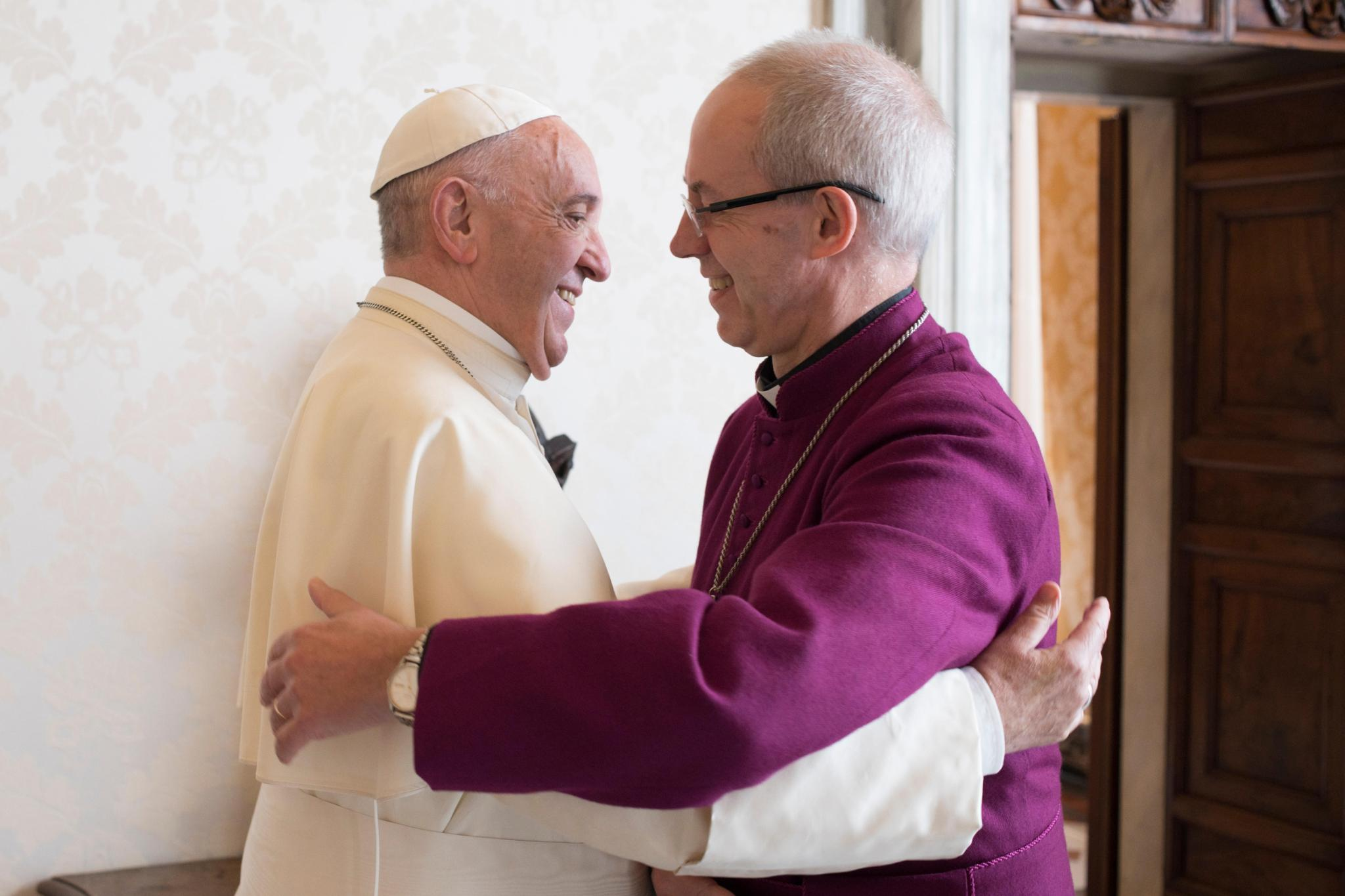 Pope Francis greets Archbishop of Canterbury Justin Welby during a private audience at the Vatican Oct. 27, 2017. Photo: CNS/L'Osservatore Romano