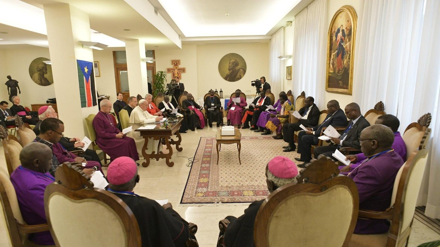 On April 10 and 11, Pope Francis, Archbishop Justin Welby, and Rev. John Chalmers (Church of Scotland) led a retreat for the political and religious leaders of South Sudan